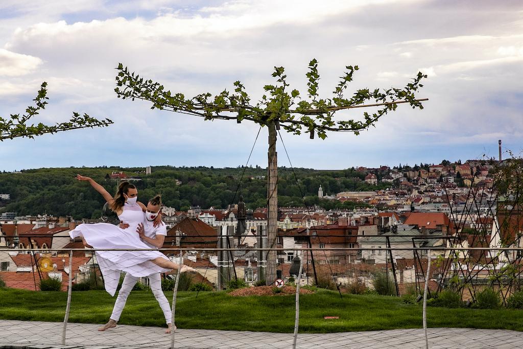Lide_Lidem_Dance_Duet